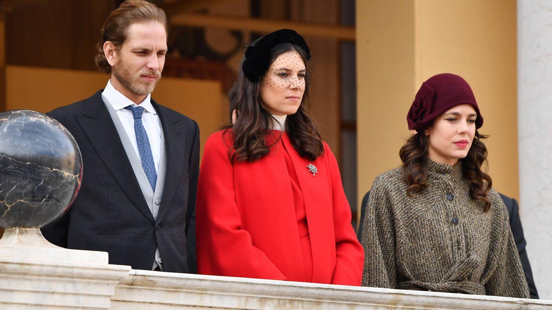 Carlota en su faceta de 'princesa' (no lo es), con Andrea Casiraghi y su esposa,  Tatiana Santo Domingo. (Getty)