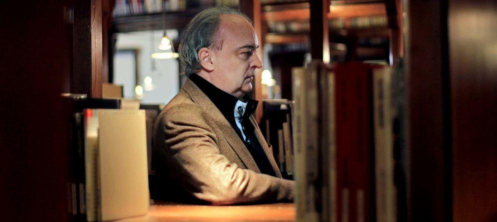 Foto: Enrique Vila-Matas, escritor y objeto artístico en Kassel. (EFE)