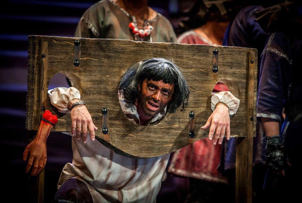 Foto: Un Puigdemont guillotinado en una chirigota. (EFE)