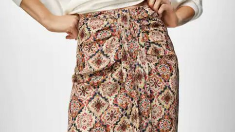 La falda con nudo de Massimo Dutti que transforma looks y estiliza la figura