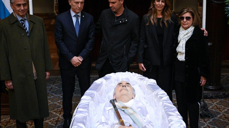 Último adiós a Fernando de la Rúa, con la presencia de sus hijos y su mujer. (EFE)