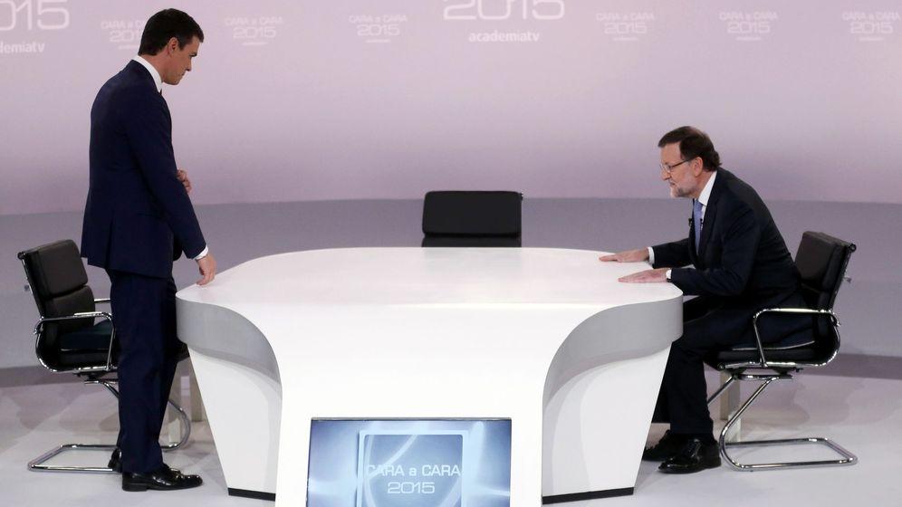 Foto: Los candidatos instantes antes de empezar el debate. EFE