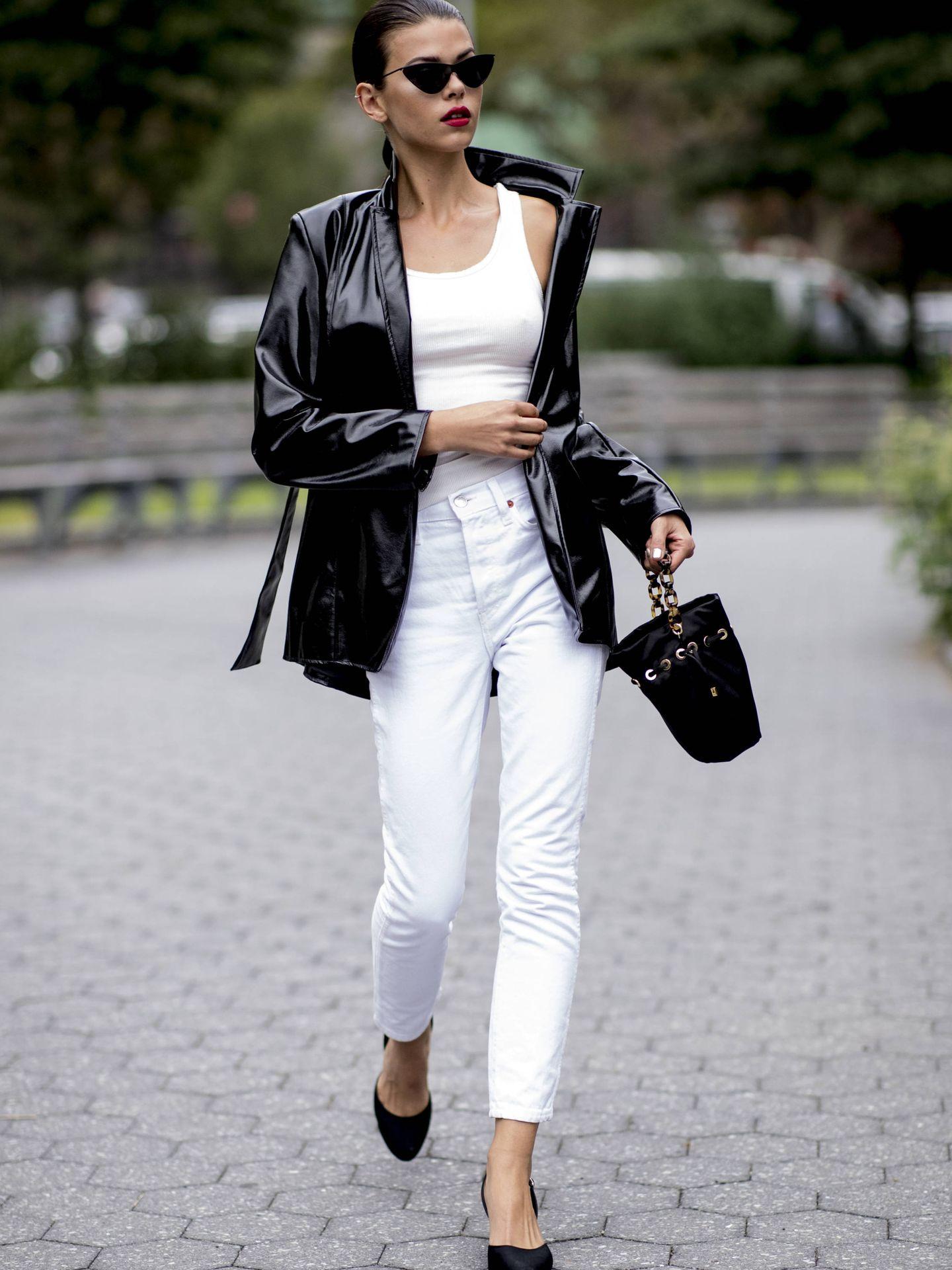 Combinarlo es muy fácil, con blanco, negro o colores claros. (Imaxtree)