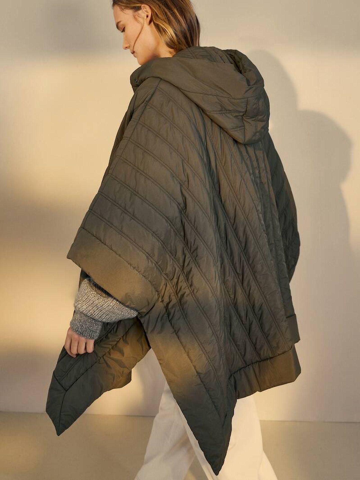 Capa caqui de Massimo Dutti. (Cortesía)