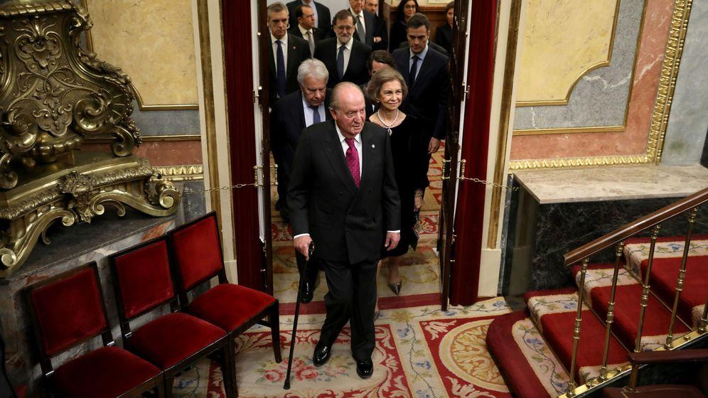 Foto: El rey Juan Carlos, la reina Sofía, Pedro Sánchez y los expresidentes del Gobierno. (EFE)