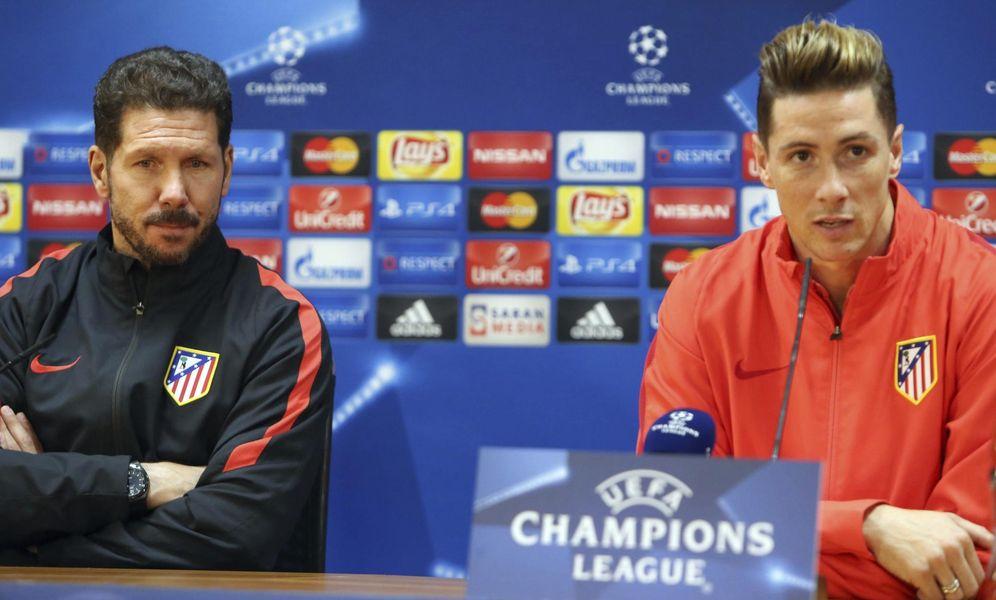 Foto: Simeone y Fernando Torres duerante la rueda de prensa que ofrecieron en Astana (EFE)