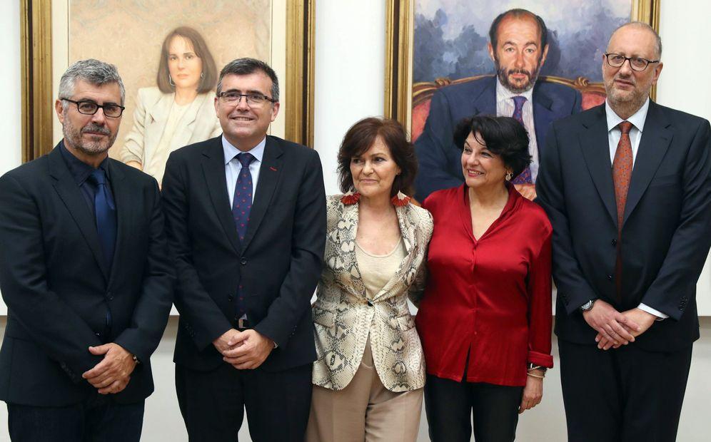 Foto: Carmen Calvo, con los secretarios de Estado Miguel Ángel Olivar, José Antonio Montilla y Soledad Murillo, y el subsecretario Antonio Hidalgo, este 12 de junio. (EFE)