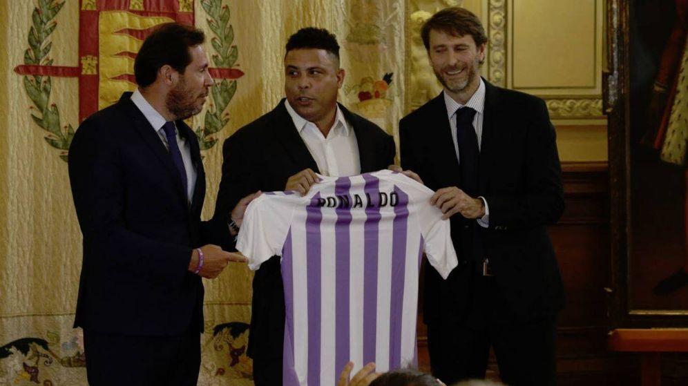 Foto: Ronaldo, con su camiseta del Real Valladolid. (Foto: @realvalladolid)