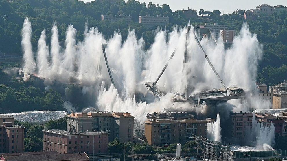 La espectacular demolición del puente Morandi en Génova.