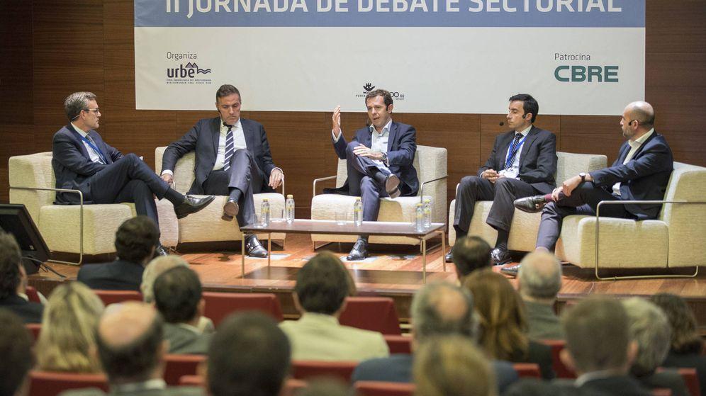 Foto: De izquierda a derecha, Mikel Echavarren (Irea), David Martínez (Aedas), Juan Velayos (Neinor), Víctor J. Pérez (ASG) y Juan Núñez (Metrovacesa).