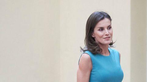 La reina Letizia y su look de bajo perfil para 'sustituir' a Leonor