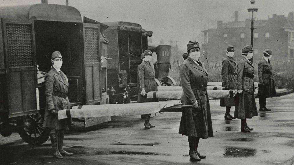 Foto: Cuerpo de la Cruz Roja en St. Louis durante la epidemia de gripe de 1918. (Universal History Archive)