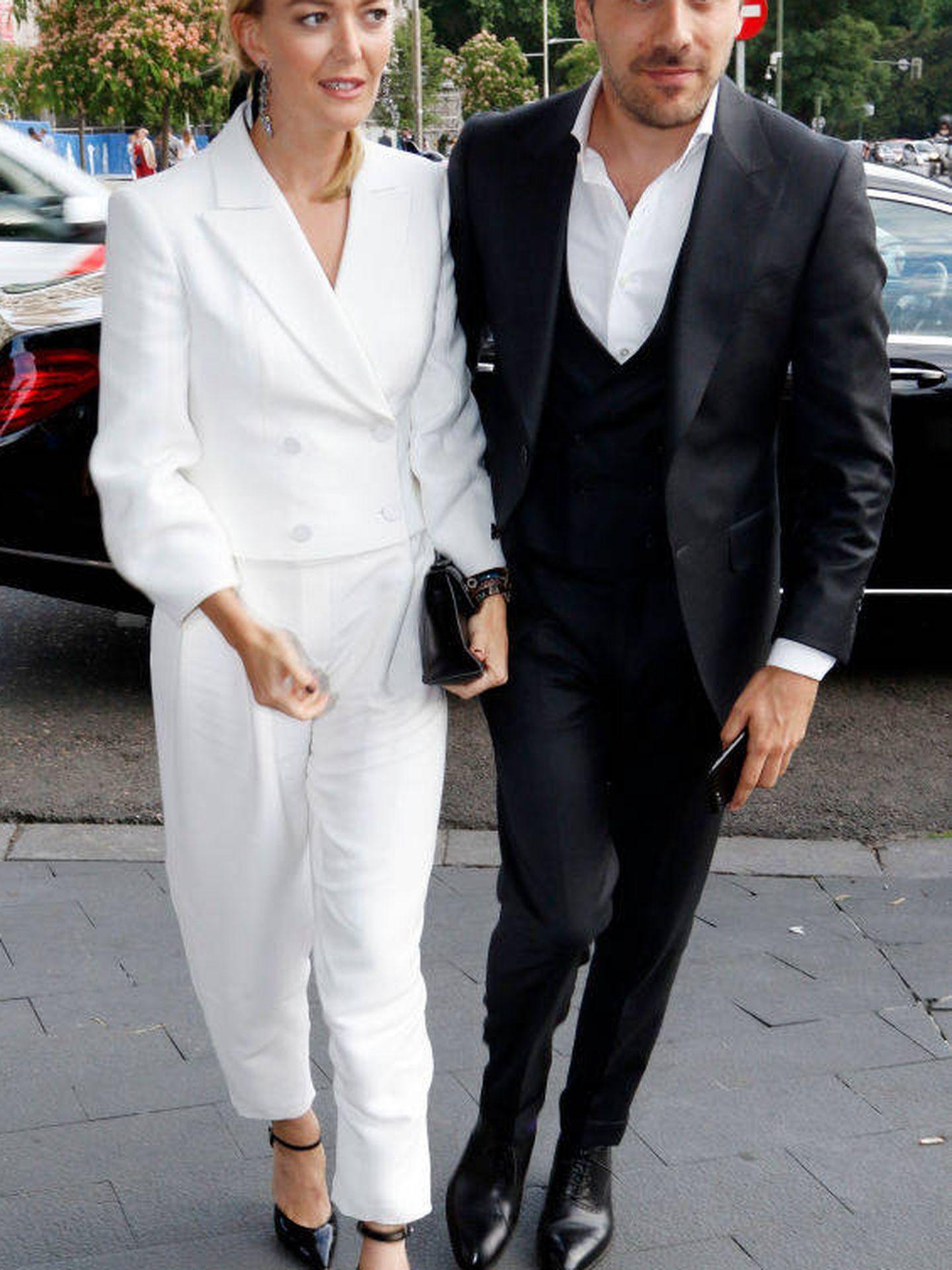El matrimonio impecable con looks en blanco y negro. (Getty)
