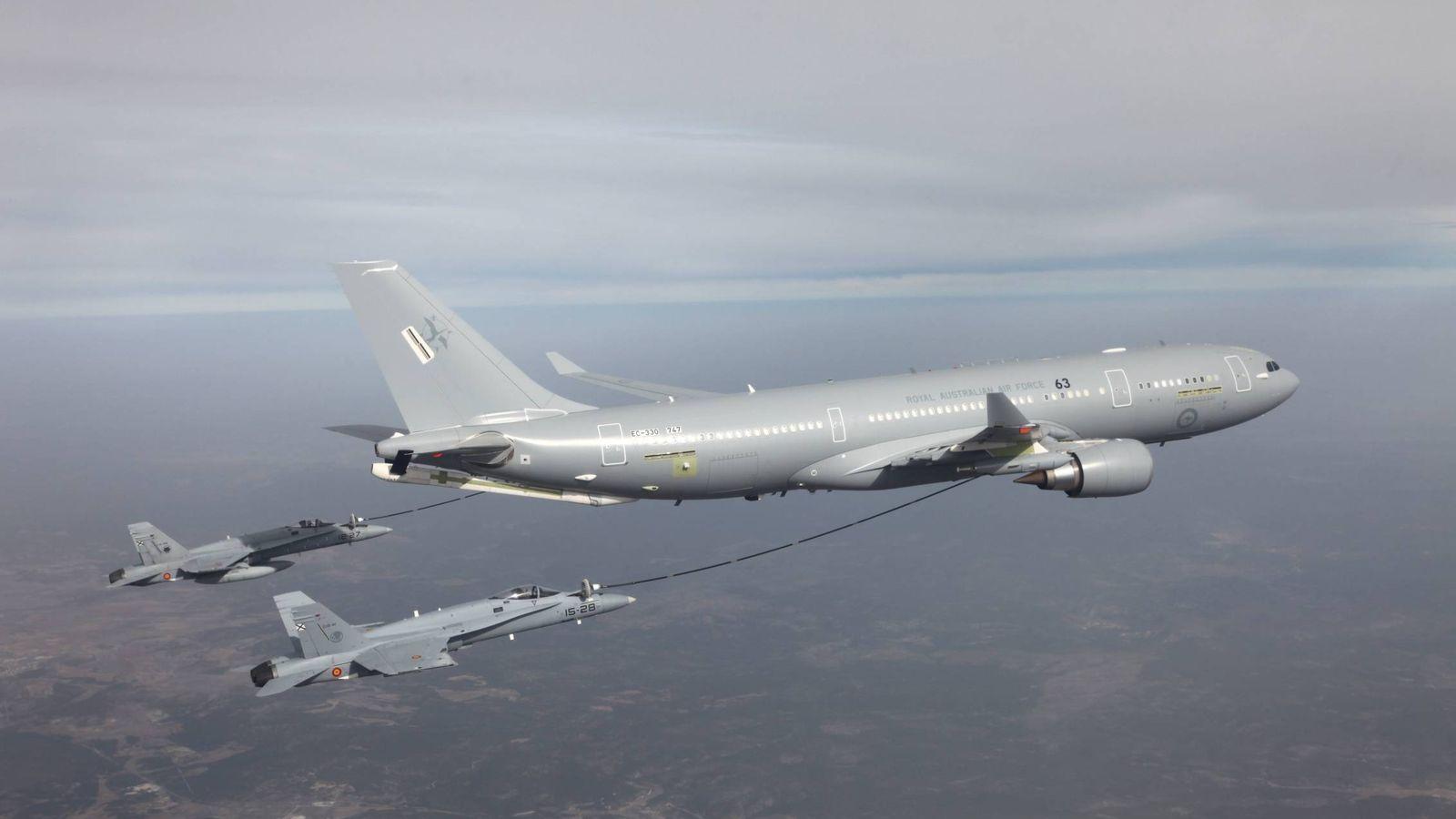 Foto: Un Airbus A300 MRTT, repostando dos cazas. (Airbus)