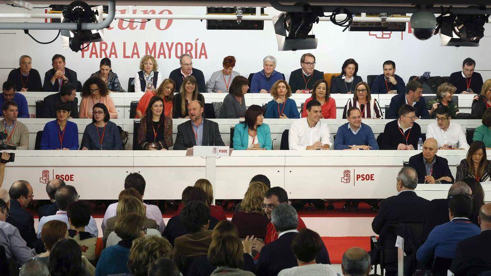 Sánchez desafía a los barones y anuncia una consulta a las bases para ratificar los pactos