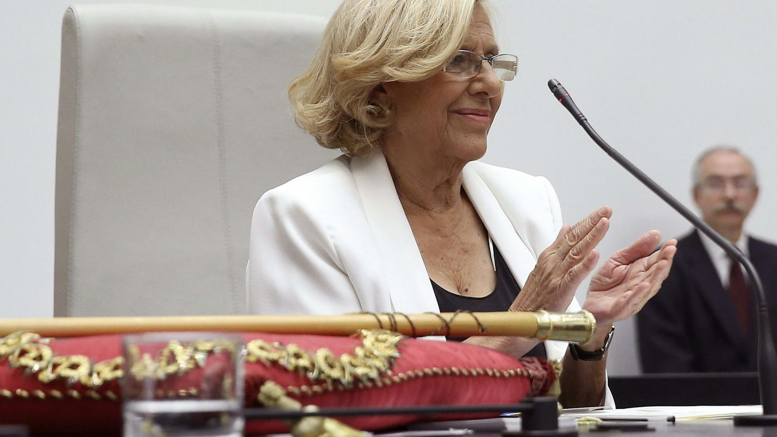 Foto: Manuela Carmena tras ser proclamada alcaldesa de Madrid (Efe)