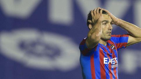 Barral felicita a la Selección con una foto de Mas... besando la bandera de España