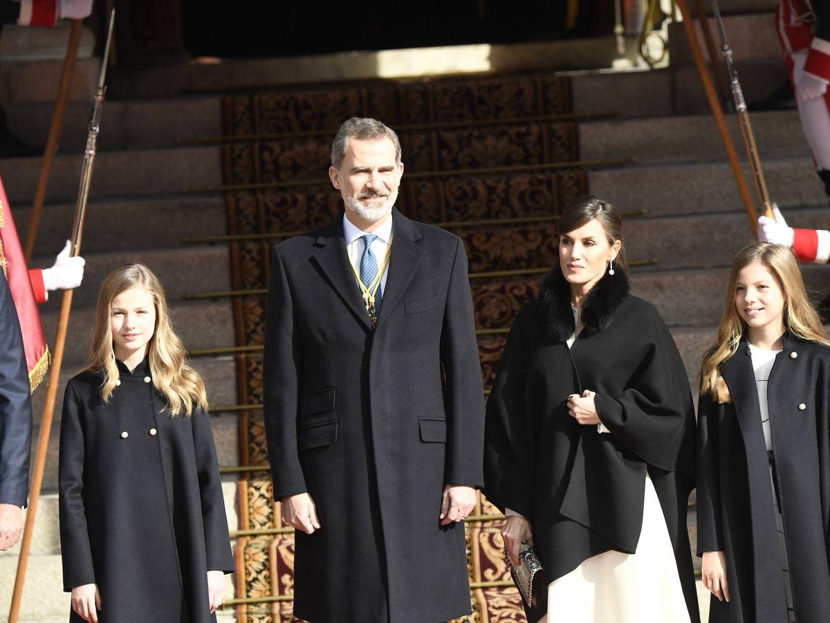 Foto: Los Reyes y sus hijas, a su llegada al Congreso. (Limited Pictures)