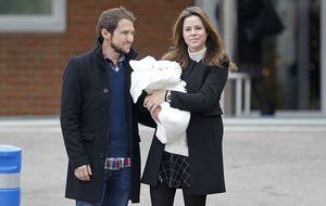 Amelia Bono y Manuel Martos bautizan a su tercer hijo, Gonzalo