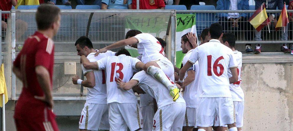 Foto: Los jugadores de Serbia celebran un gol ante la selección española sub-21