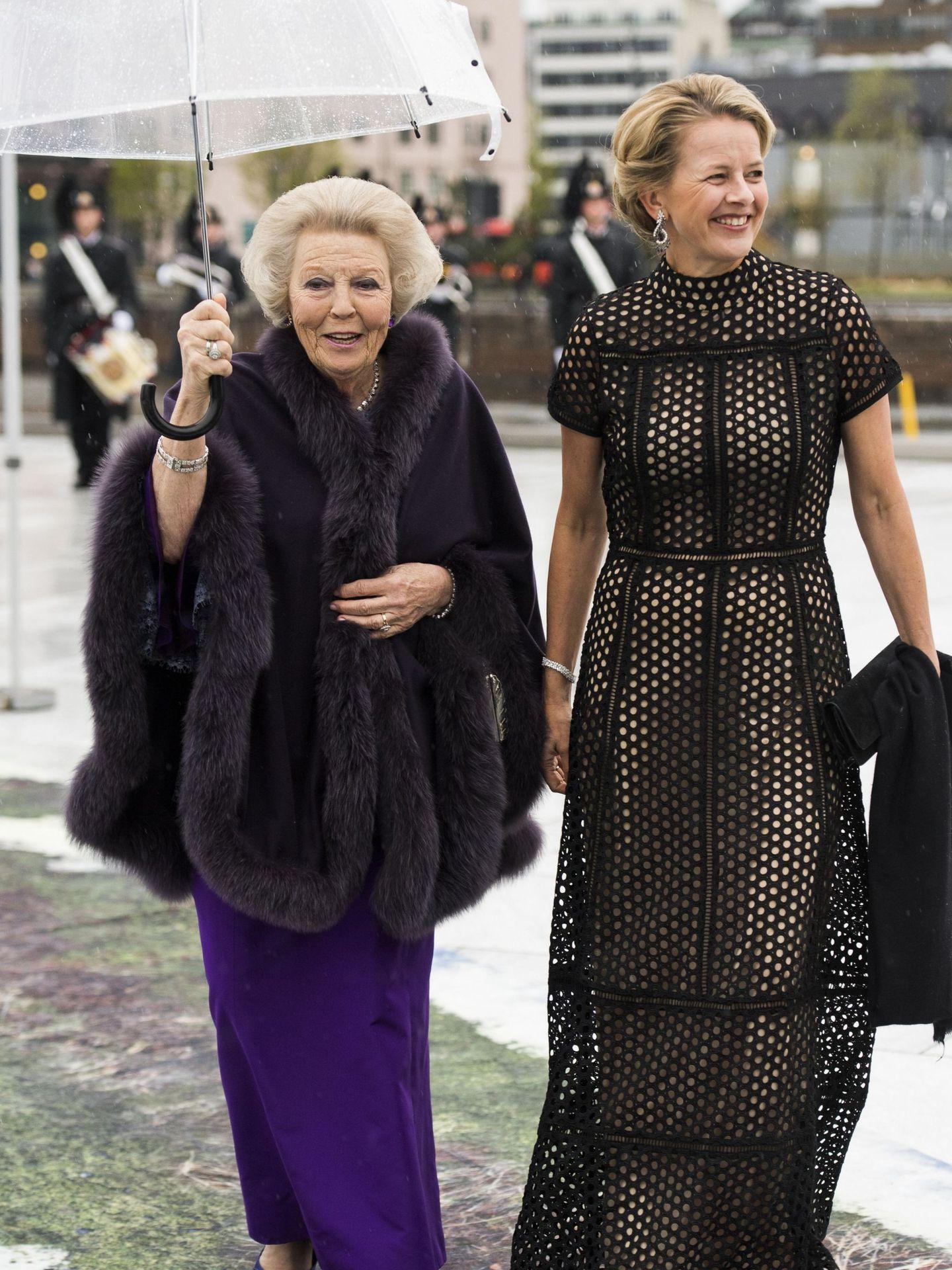 Mabel de Holanda con la reina Beatriz, en el 80 cumpleaños del rey Harald de Noruega. (EFE)