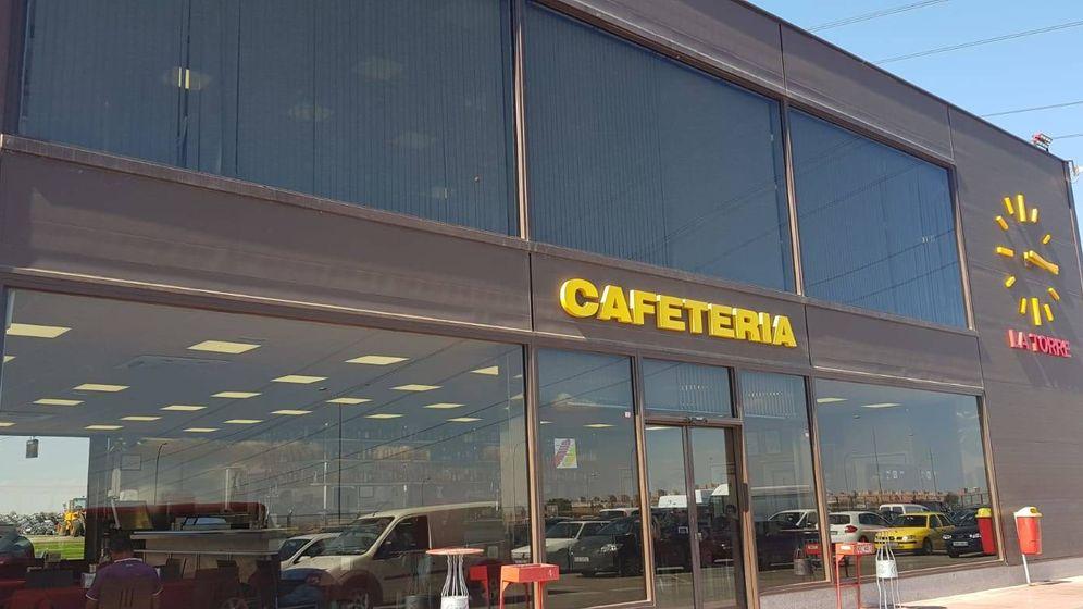 Foto: Entrada de la cafetería de Desguaces La Torre. (Á. C.)