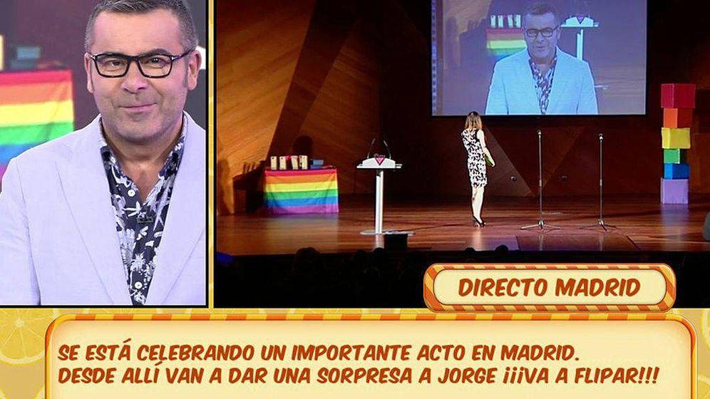Foto: Jorge Javier Vázquez rechaza un premio LTGB en directo.