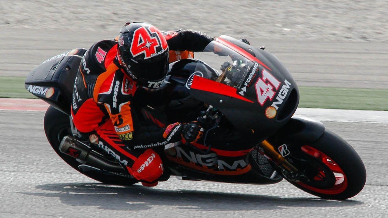 Aleix Espargaró sobre su moto 'Open' durante la pretemporada (MotoGP).