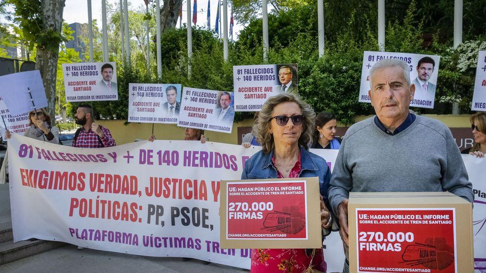 Foto: Familiares de las víctimas del accidente. (EFE)