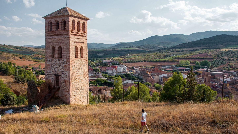 El torreón de la Lisalta es lo único que queda del castillo de Cosuenda (Zaragoza). (EFE)