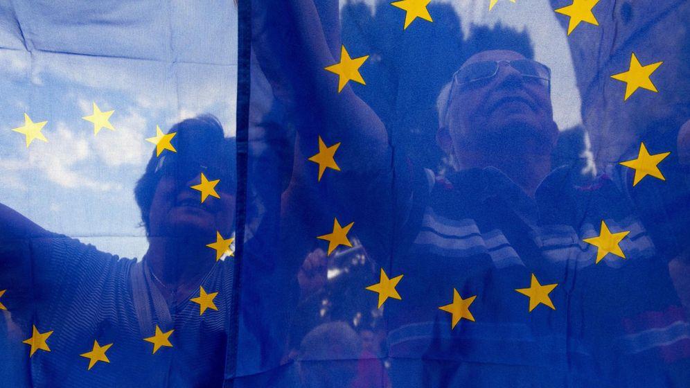 Foto: Manifestantes a favor de la UE en Grecia. (Reuters)