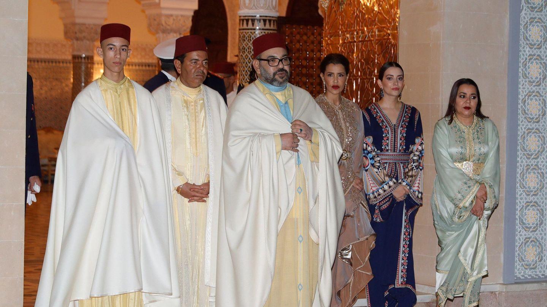 El rey Mohamed, junto a su hijo y sus hermanas en 2019. (EFE)
