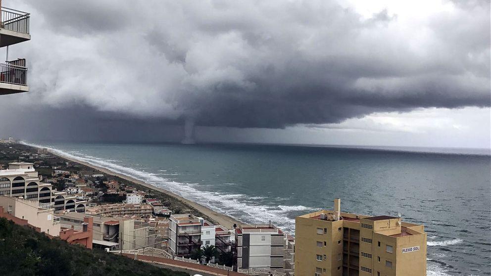 La tormenta en Valencia deja una espectacular tromba marina