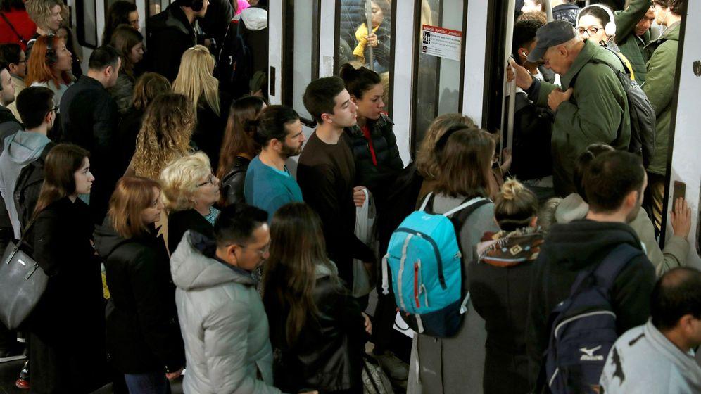 Foto: El metro barcelonés vive una nueva jornada de paros contra la presencia de amianto (Efe)