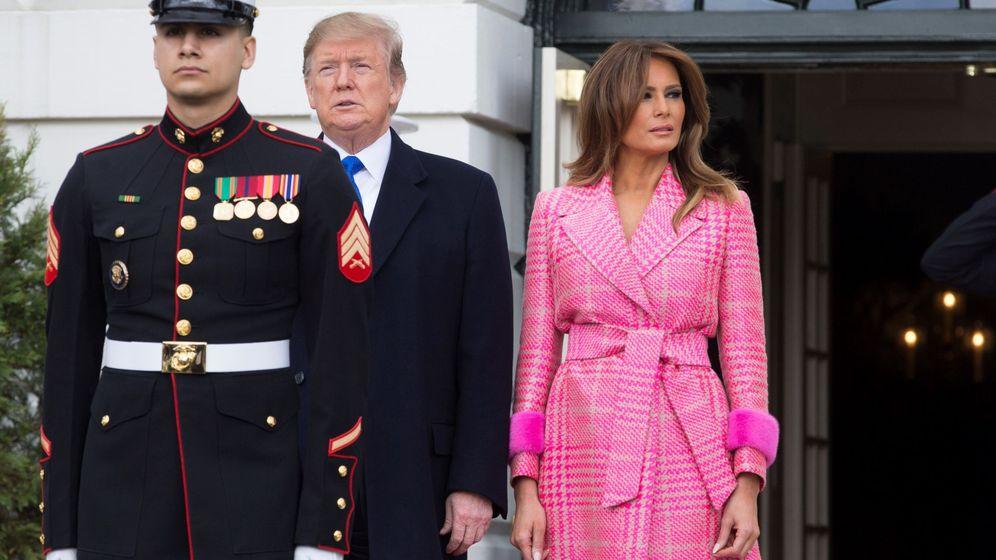 Foto: La primera dama luciendo el abrigo en cuestión en la visita del presidente de Colombia. (EFE)