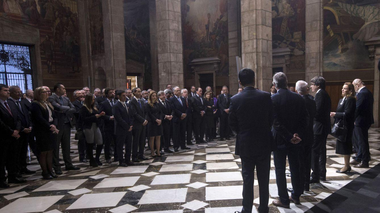 Foto: El presidente Carles Puigdemont ofrece una recepción a los cónsules de Cataluña, el pasado mes de febrero. (EFE/Quique García)