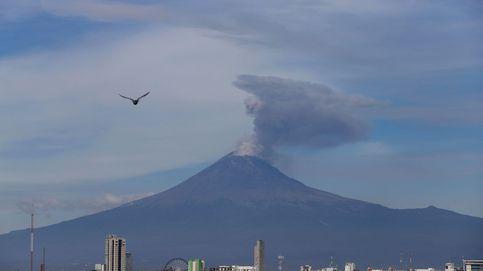 El volcán Popocatépelt deja una columna de humo de unos 2.500 metros