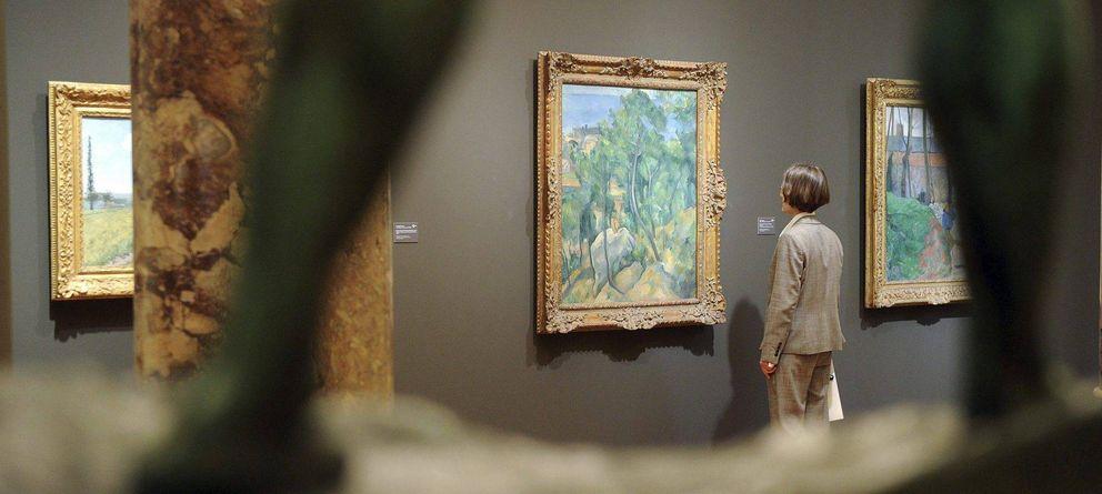 Foto: Una mujer mira 'El estanque', de Paul Cézanne, en la galería Staatliche Kunsthalle Karlsruhe, en Karlsruhe, Alemania. (EFE)