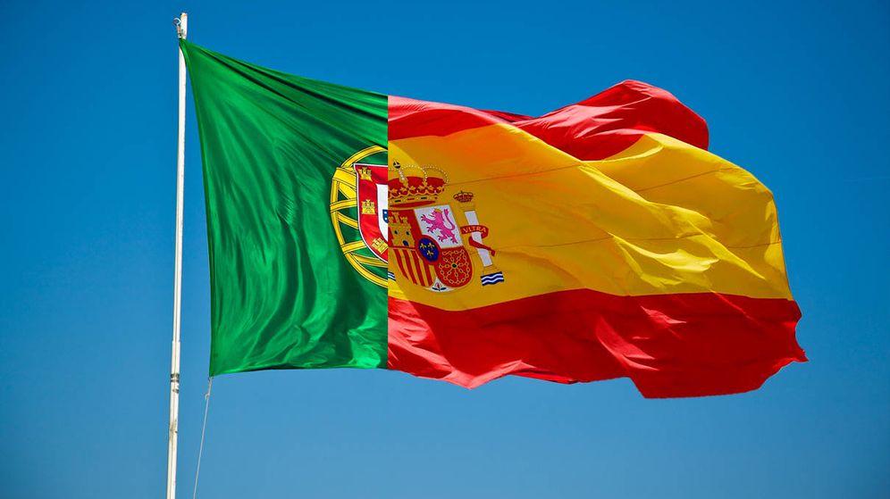 Foto: Fotomontaje con las banderas de Portugal y España