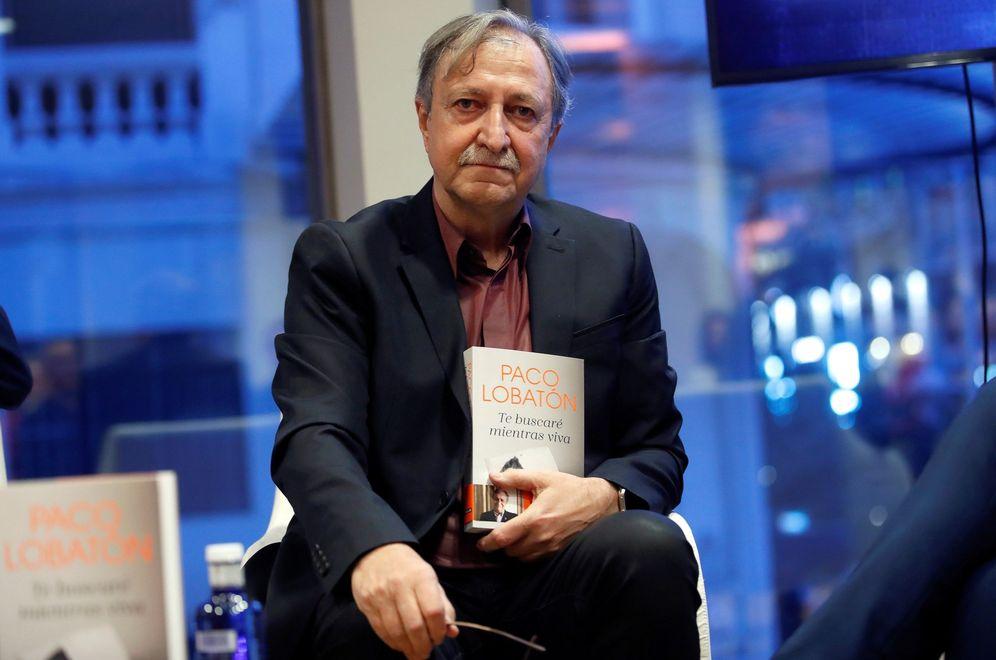 Foto: Paco Lobatón, con uno de sus libros. (EFE)