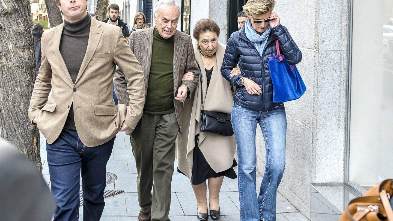 Alfonso Zurita, con sus padres y hermana.  (CP)