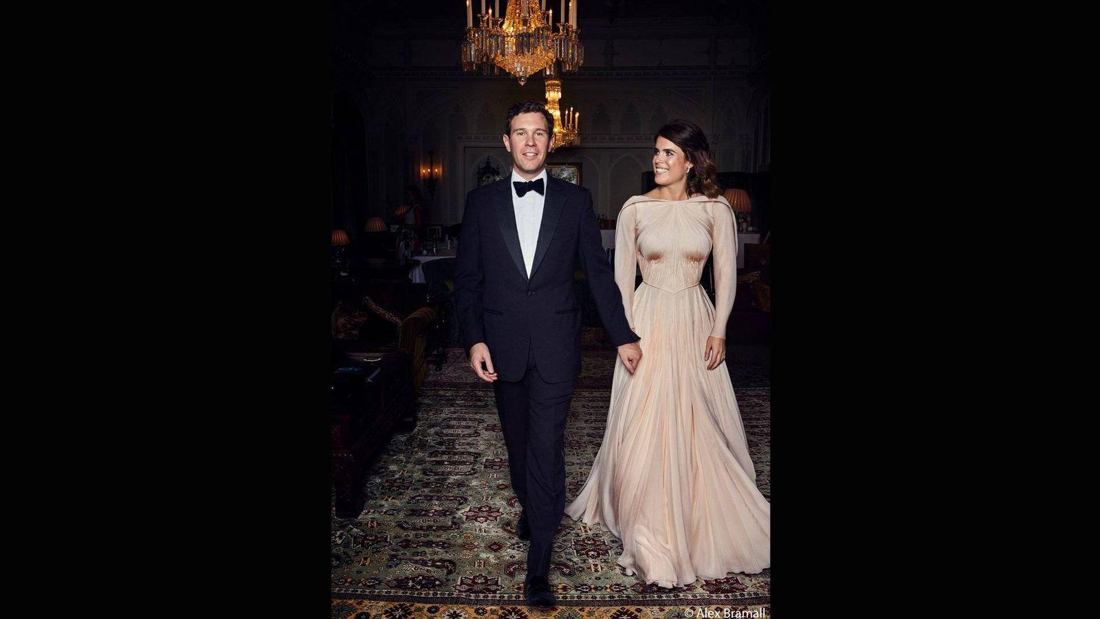 Foto: La pareja en la fiesta posterior a la ceremonia. (Alex Bramall)
