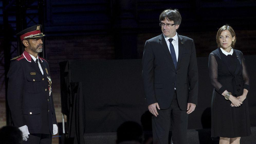 Foto: El presidente de la Generalitat, Carles Puigdemont, y el Mayor de los Mossos d' Esquadra, Josep Lluis Trapero. (EFE)
