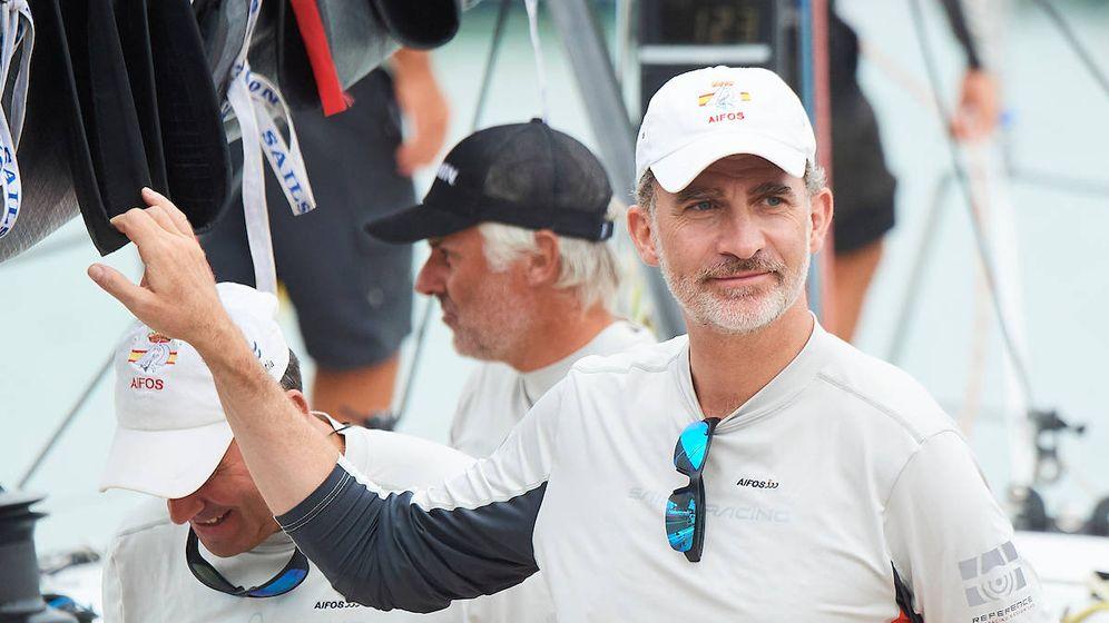 Foto: El rey Felipe en la regata. (Limited Pictures)