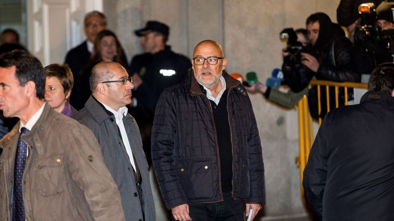 Lluis Corominas (d) y Lluis Guinó (2d) salen del Tribunal Supremo. (EFE)