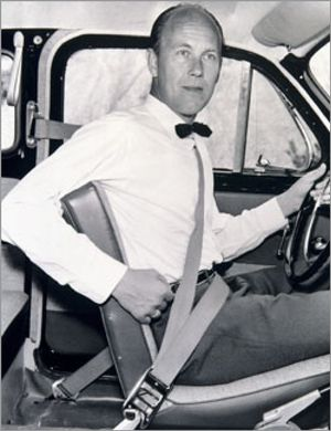 Usar el cinturón de seguridad en plazas traseras, asignatura pendiente en su 50 aniversario