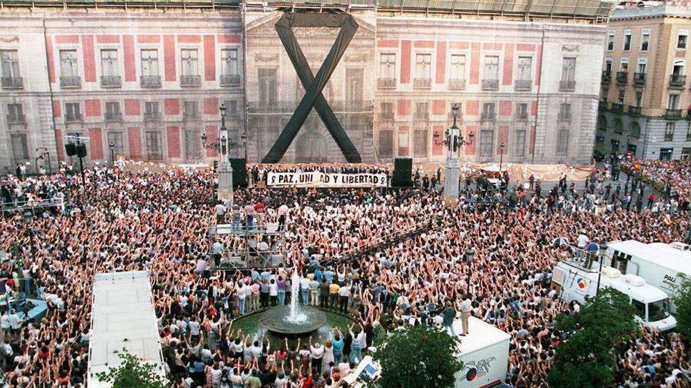 Foto: Imagen de la manifestación en Madrid en repulsa del asesinato de Blanco. (Fundación Miguel Ángel Blanco)