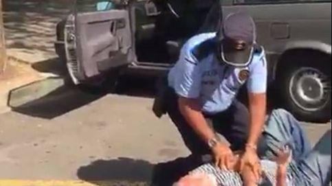 El polémico vídeo de un policía de Sant Cugat reduciendo a un anciano por aparcar mal