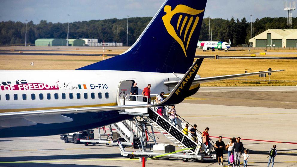 Dónde sentarte en el avión para ir más seguro, según las azafatas