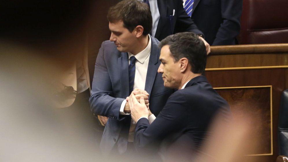 Foto: Albert Rivera y Pedro Sánchez, el pasado 4 de marzo en el Congreso, en la segunda votación de investidura. (EFE)